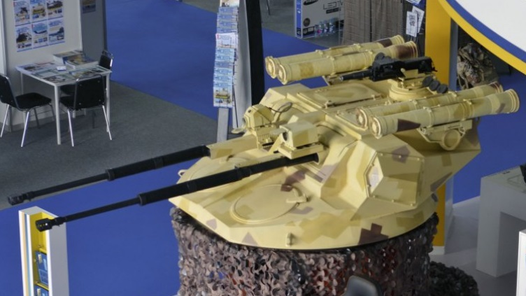 """Макет нового украинского боевого модуля """"Дуплет"""" для установки на бронированные машины, оснащенного двумя 30-мм автоматическими пушками 3ТМ2, в экспозиции выставки-конференции SOFEX 2016, Амман (Иордания), май 2016 года."""
