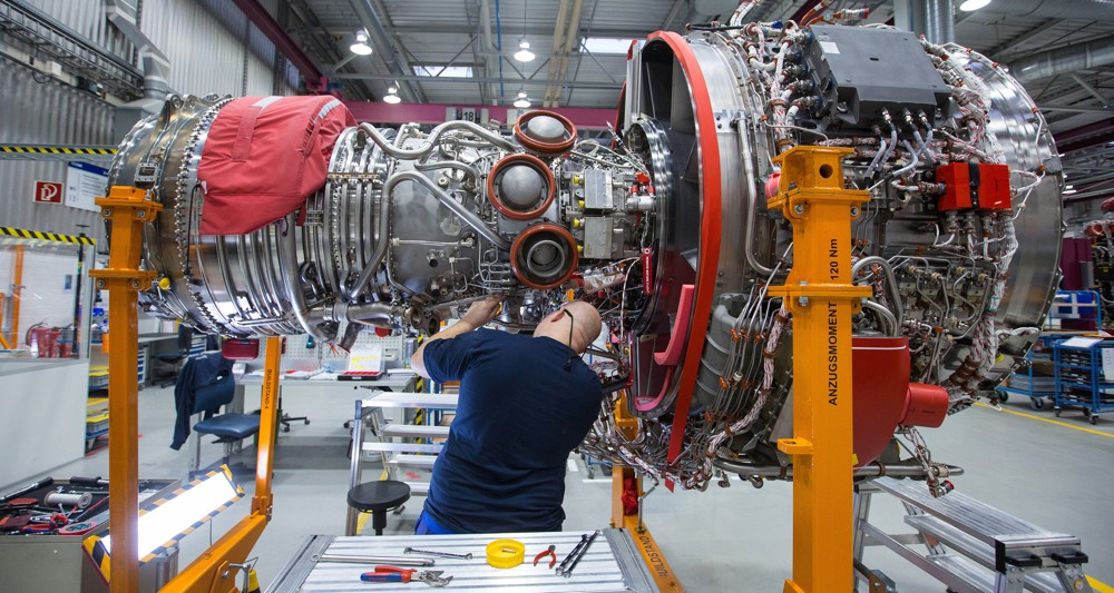 Двигатель Rolls-Royce Trent 7000 для первого самолета Airbus A330neo .