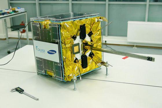 Спутник DX-1