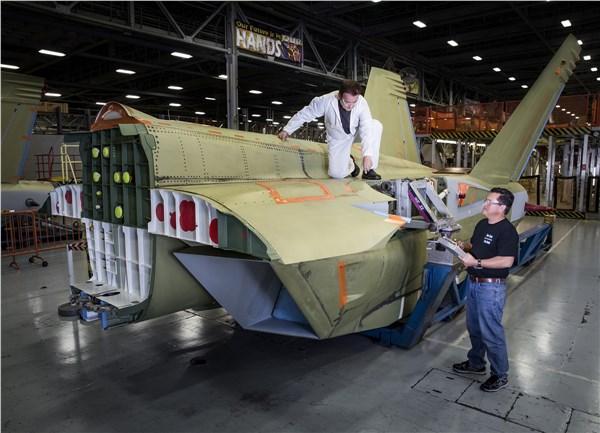 Комплект задней части планера самолета РЭБ EA-18G Growler.