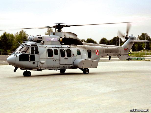 Вертолет Airbus Helicopters ЕС725 Caracal c польскими опознавательными знаками.