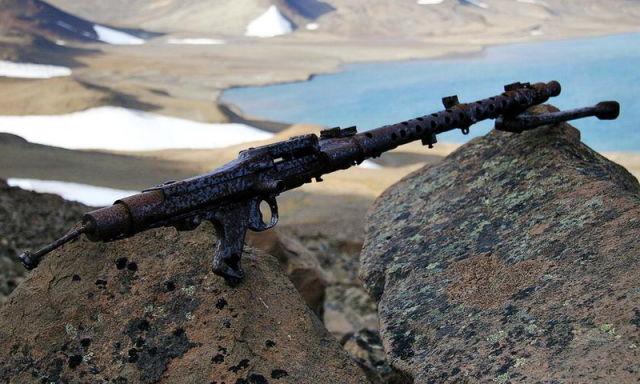 """""""Эхо войны"""" в Гренландии: современный снимок заржавевшего немецкого пулемёта MG 34"""