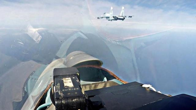 Экипажи фронтовых бомбардировщиков Су-30СМ морской авиации Балтийского флота в ходе плановых тренировок отработали условное нанесение ударов авиационными средствами поражения по надводным целям в морских полигонах в Балтийском море