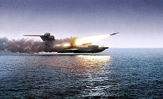 """Пуск ракеты """"Москит"""" c экраноплана """"Лунь"""" во время испытаний."""
