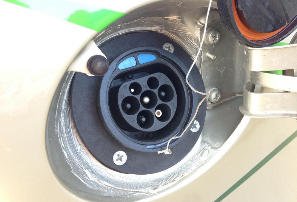 "Зарядное устройство заправки электромобиля ""Ел Лада"" компании Автоваз."