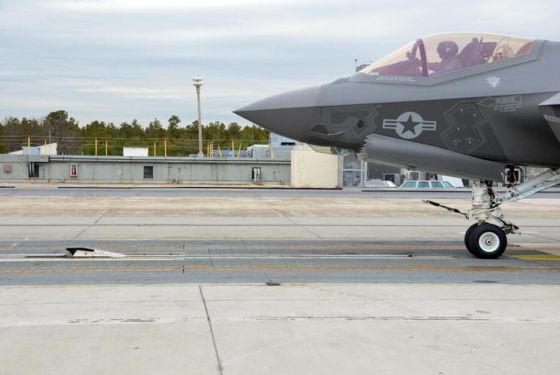Истребитель F-35C на EMALS