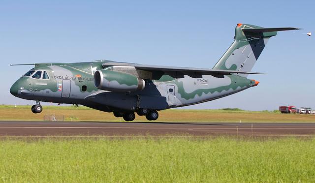 Военно-транспортный самолет KC-390.