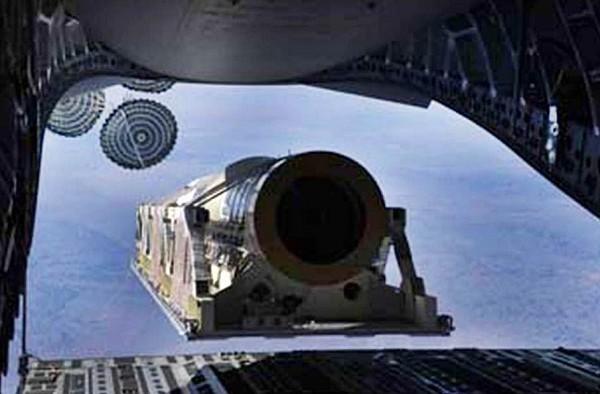 Сброс с транспортного самолета C-17 баллистической ракеты-мишени средней дальности воздушного базирования eMRBM (Extended Medium-range Ballistic Missile). Источник:.