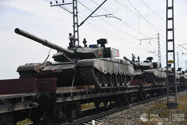 Эшелоны с военной техникой армии Китая перед началом военных учений Восток-2018