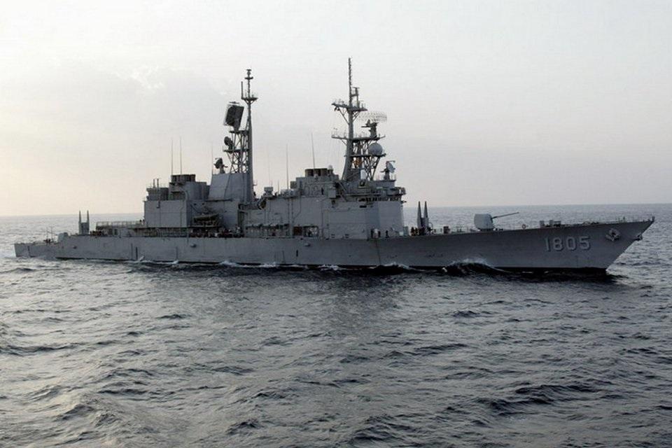 Эскадренный миноносец DDG 1805 Ma Kong ВМС Китайской Республики (бывший американский DDG 996 Chandler типа Kidd). Объявленный новый пакет американских военных поставок Тайваню, включает, в числе прочего, модернизацию комплексов радиоэлектронной борьбы Raytheon AN/SLQ-32(V)3 на всех четырех тайваньских эсминцах типа Kidd.