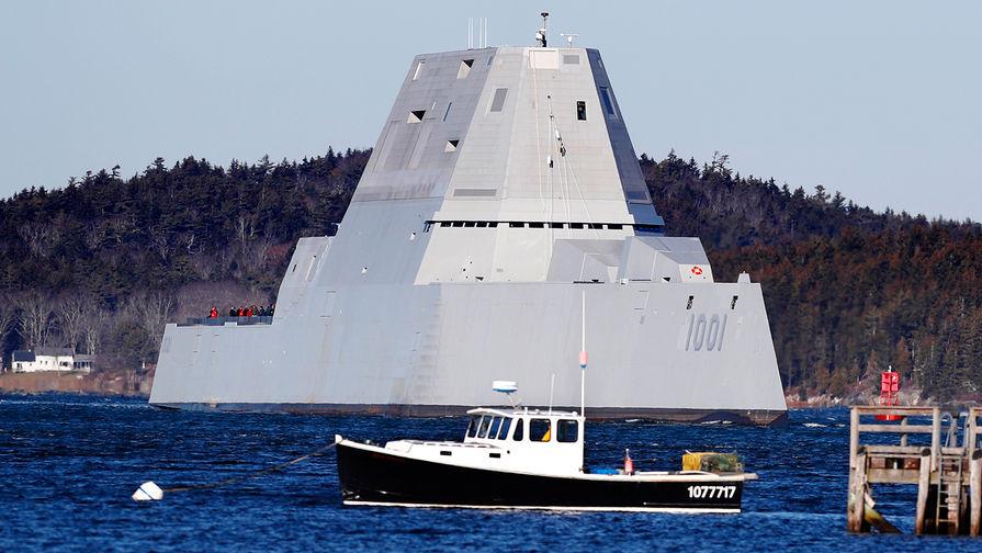 """Эскадренный миноносец ВМС США класса """"Замволт"""" USS Michael Monsoor в Фипсберге, штат Мэн, декабрь 2017 года."""