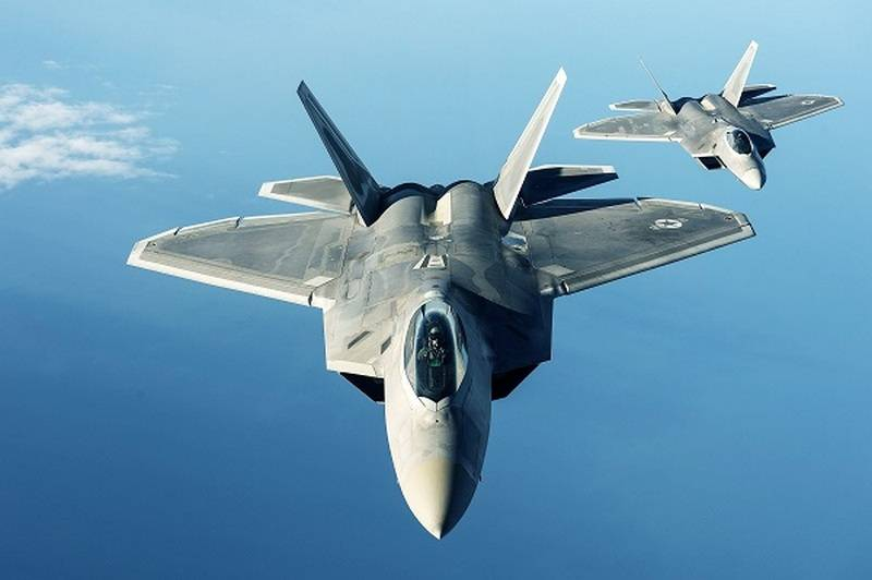 Истребители F-22 Raptor.