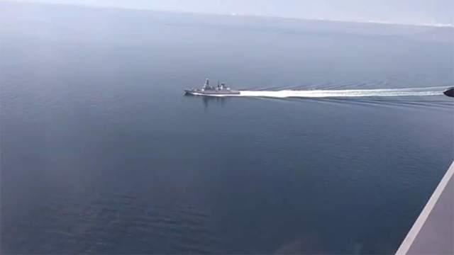 Эсминец Великобритании HMS Defender с борта российского самолета