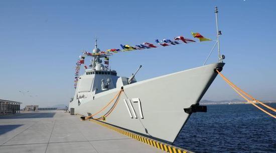 Эсминец Тип 052D