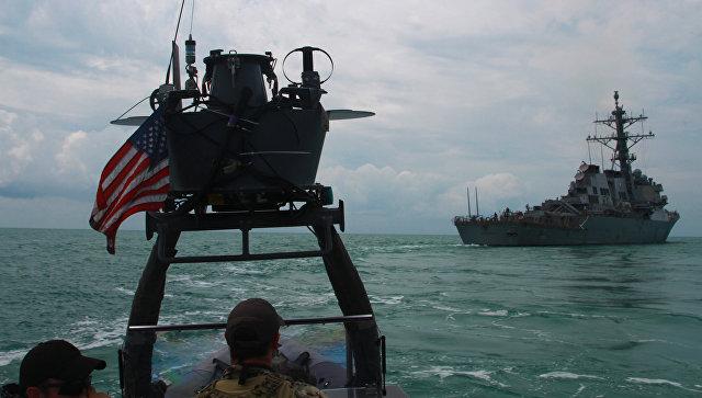 Эсминец ВМС США USS Carney во время учений в Черном море.