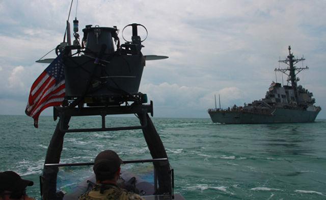 Эсминец ВМС США USS Carney во время учений в Черном море