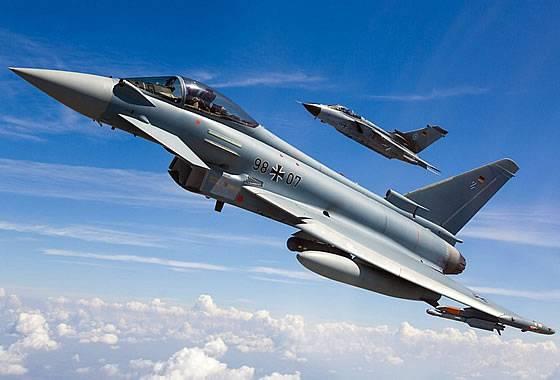 Многоцелевой истребитель Eurofighter Typhoon.