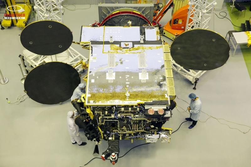 """Телекоммуникационный спутник """"Экспресс АМ8"""", который был изготовлен на платформе """"Эксперсс-1000Н"""" с полезной нагрузкой производства компании Thales Alenia Space."""