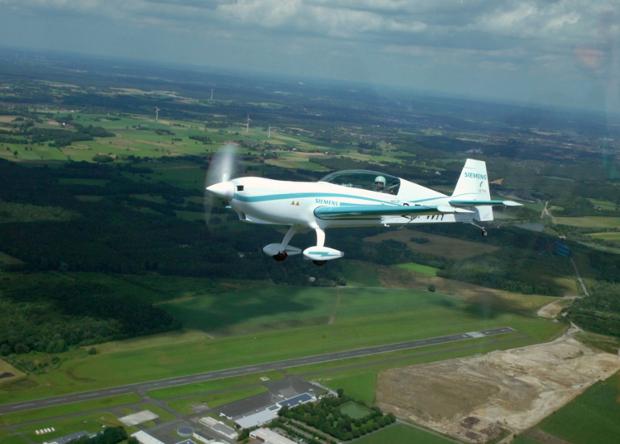 Немецкий электрический самолет Extra 330LE.