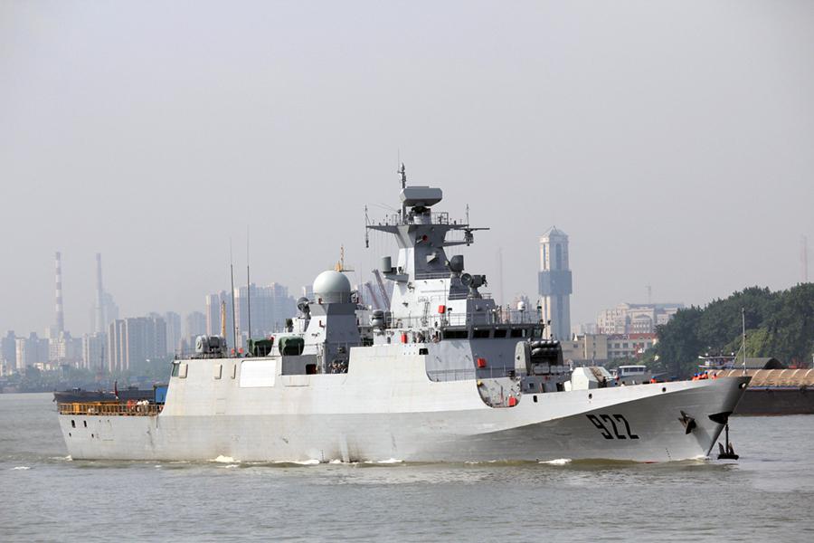 """Третий построенный в Китае для ВМС Алжира корвет Ezzadjer (бортовой номер """"922"""") проекта С28А на испытаниях. Шанхай, 30.05.2016."""