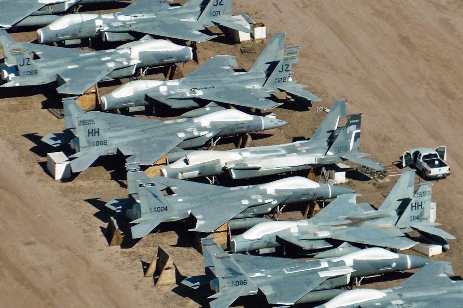 Истребители F-15 в Центре хранения и регенерации ВВС США на базе Дэвис-Монтан.
