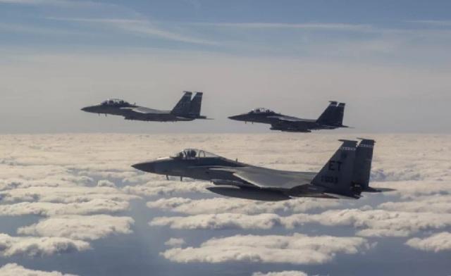 F-15EX в сопровождении F-15E и F-15C