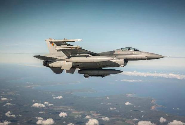 Бельгийский F-16 над Прибалтикой