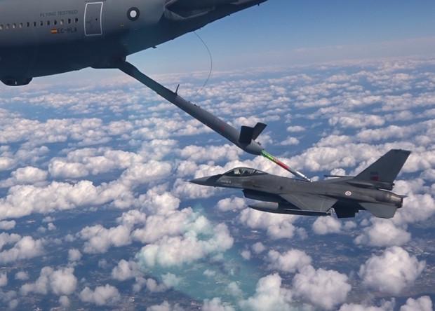 Испытания автоматической системы дозаправки в воздухе F-16 Fighting Falcon из состава ВВС Португалии.