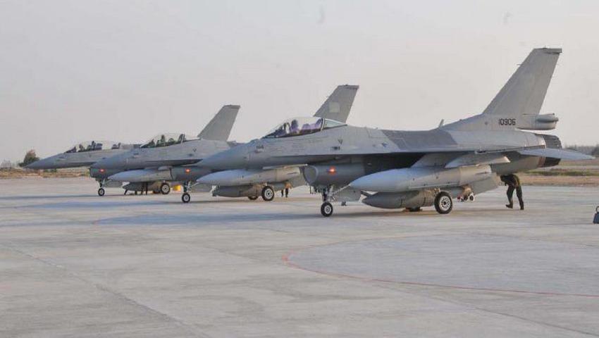 Истребители Lockheed Martin F-16C и F-16D Block 52+ из состава 5-й эскадрильи ВВС Пакистана. Шахбаз, 2011 год