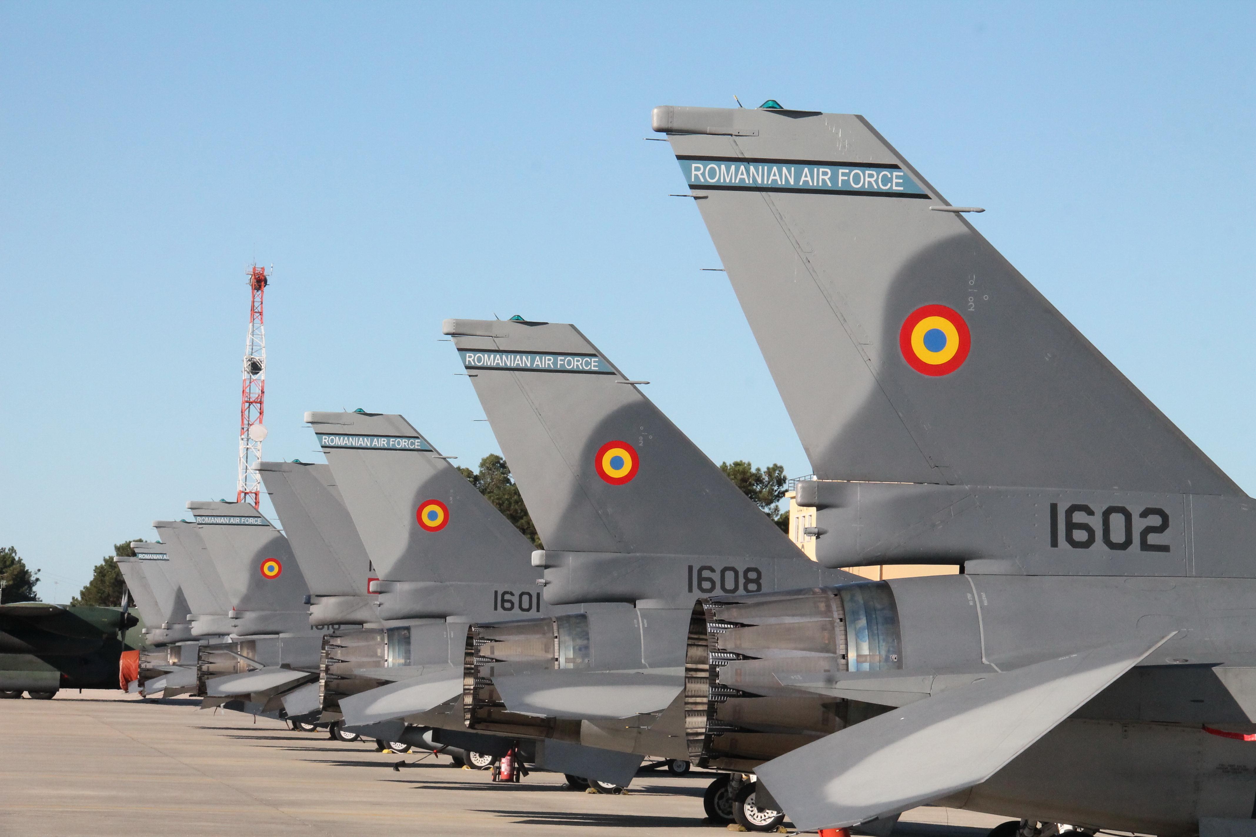 Первые полученные Румынией истребители F-16АМ MLU, октябрь 2016 года.