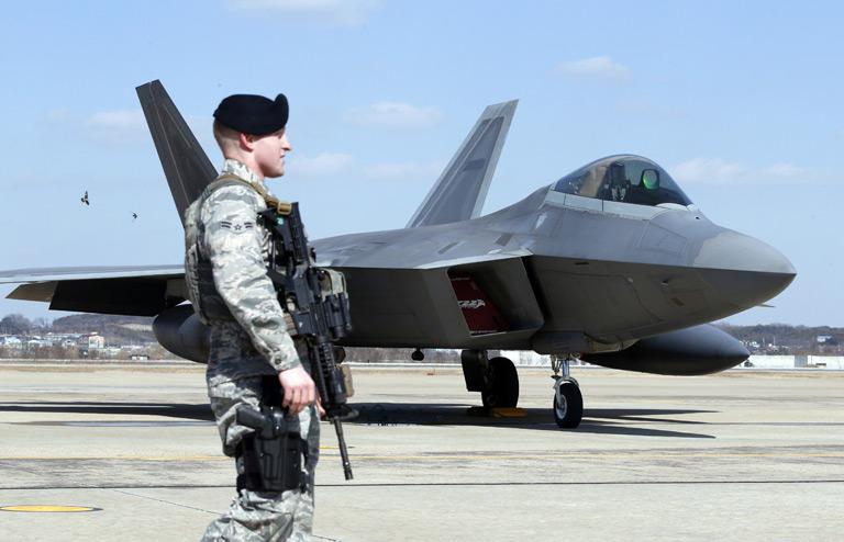 Истребитель ВВС США F-22.