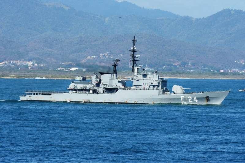 Фрегат ВМС Венесуэлы F-24 General Soublette типа Lupo на ходу. Снимок 01.04.2009.