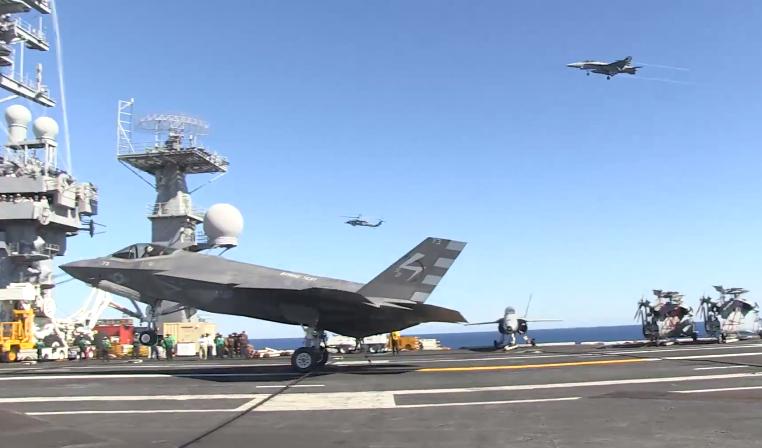 Самолет F-35C (CF-3) авианосного базирования, пилотируемый летчиком-испытателем ВМС Тони Уилсоном (Tony Wilson) совершил успешную посадку на авианосец «Нимиц». 3 ноября 2014г.