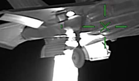 Изображение истребителя пятого поколения F-35 Lightning II, снятое тепловизионной камерой высокой четкости FLIR SAFIRE 380-HD
