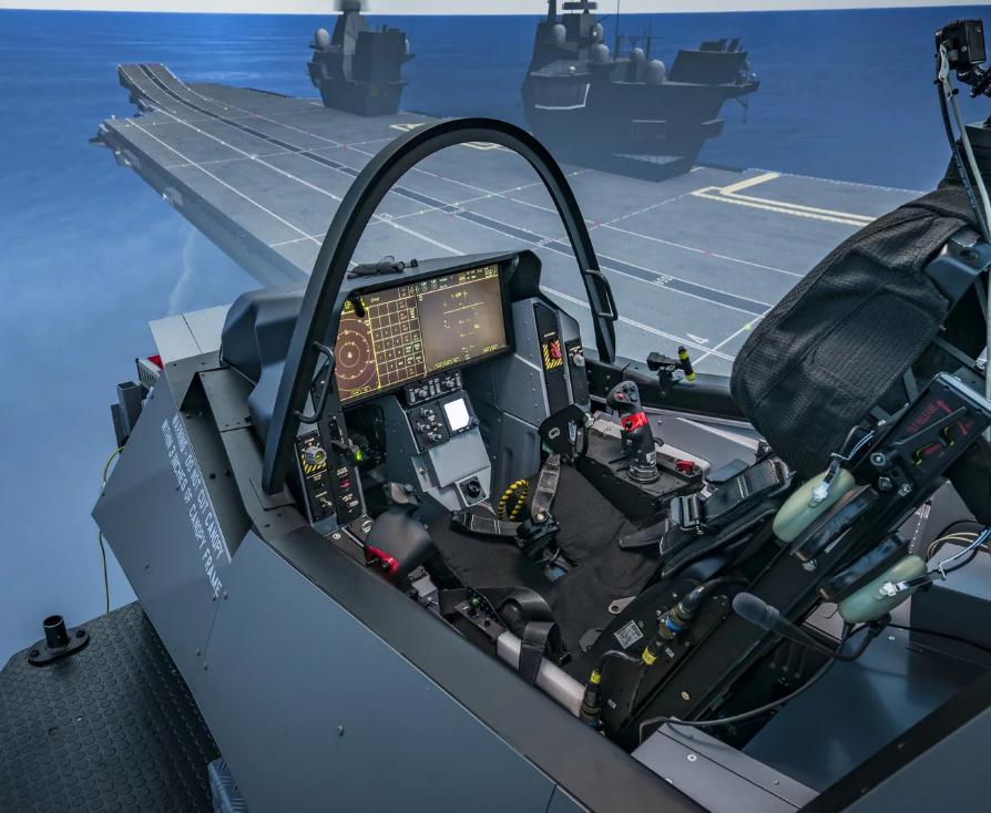 Тренажер для виртуальной подготовки пилотов истребителей F-35B по отработке взлета и посадки на британском авианосце HMS Queen Elizabeth.
