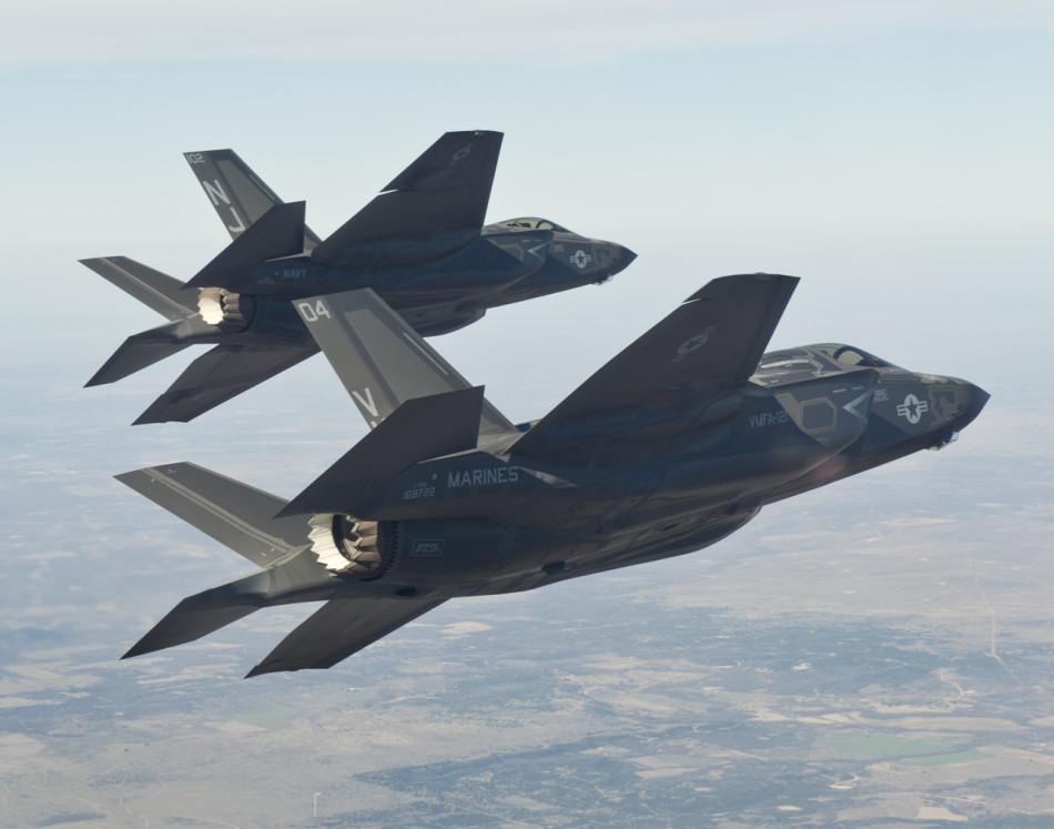 Совместный полет  F-35B и F-35C, 14 марта 2013г. Источник: mil.news.sina.com.cn.