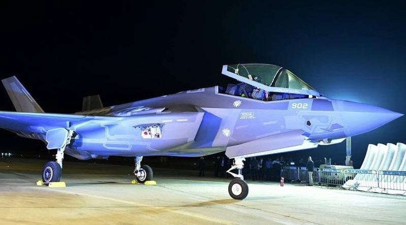 """Прибывший на израильскую авиабазу Неватим второй построенный для ВВС Израиля истребитель Lockheed Martin F-35I Lightning II (израильское обозначение Adir) (серийный номер AS-2, израильский бортовой номер """"902""""), 12.12.2016."""