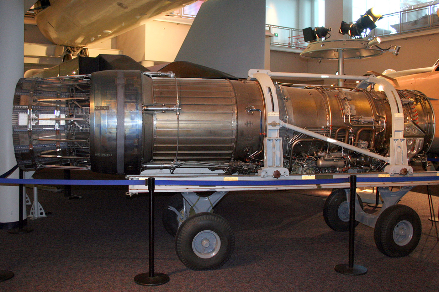 Двухконтурный турбореактивный двигатель Pratt & Whitney F100-100 (F100-PW-100).