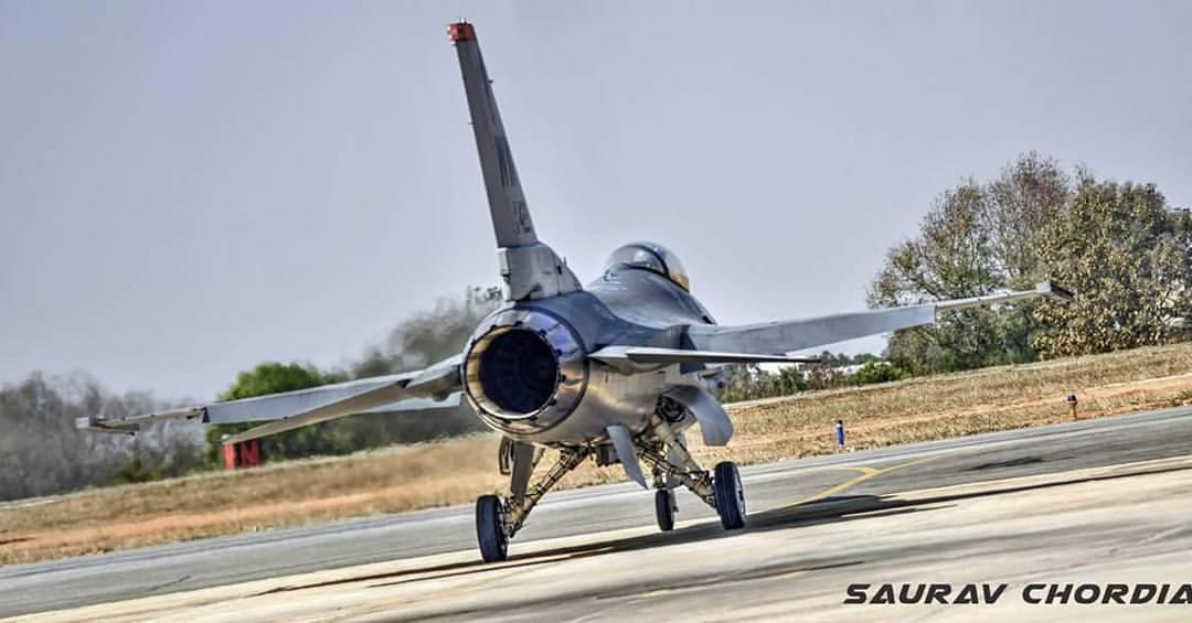 Истребитель F-16.