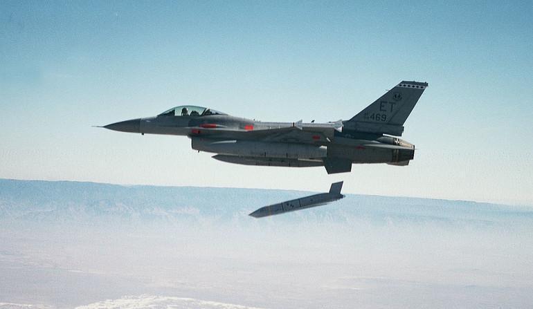 Сброс КР JASSM-ER с борта истребителя F-16 ВВС США.