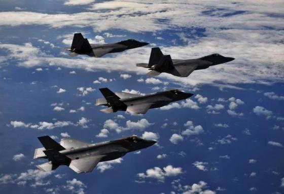 Истребители F-22А и F-35A