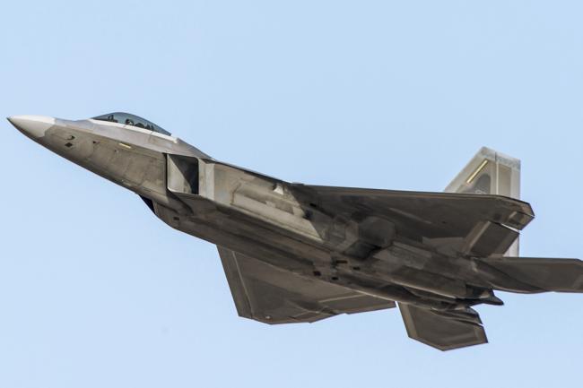 Истребитель F-22 Raptor.