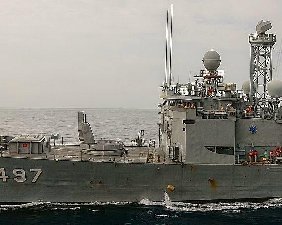 Фрегат TCG Göksu (F497) ВМС Турции класса Oliver Hazard Perry с установками вертикального пуска ракет.