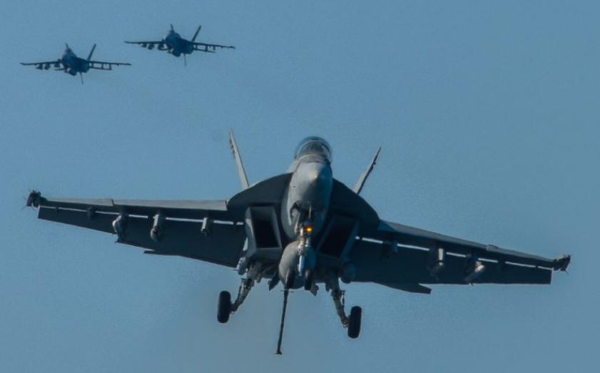 Истребитель F/A-18E/F Super Horner.