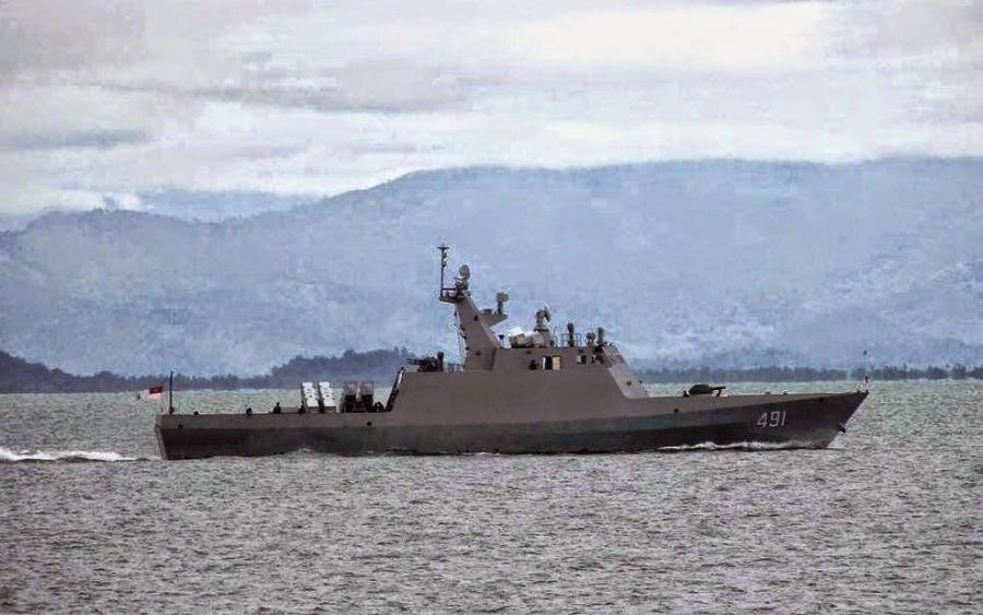 Ракетный катер класса FAC-M с бортовым номером P-491 ВМС Мьянмы.