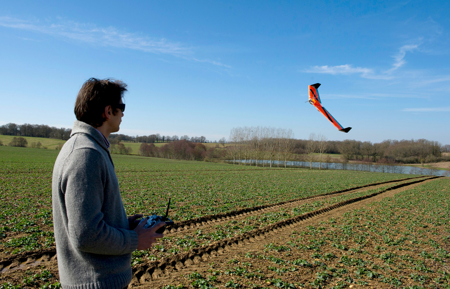 Фермер использует дрон в промышленных целях, Франция