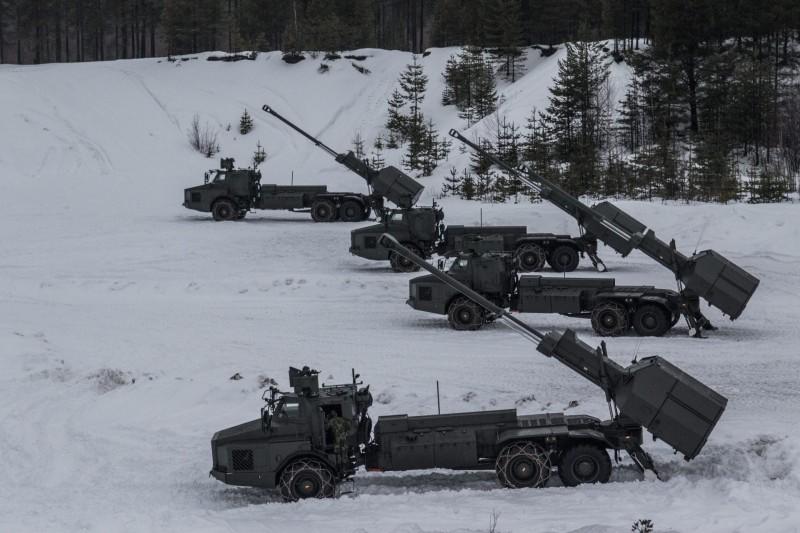 Первые четыре серийные 155-мм/52 самоходные гаубицы BAE Systems Bofors Archer (FH77BW L52), поступившие на вооружение 191-й артиллерийской батареи 91-го артиллерийского дивизиона 9-го артиллерийского полка шведской армии. Боден, февраль 2016 года.