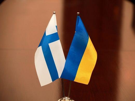 Флаги Украины и Финляндии