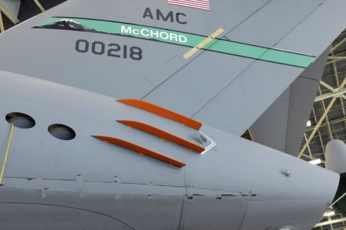 Финлеты (плавники - Vortex Control Technologies Finlets), улучшающие обтекаемость самолета С-17.