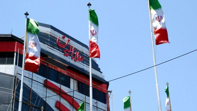 Флаги Ирана на одной из улиц Тегерана